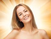 Schöne frau mit langem haar — Stockfoto