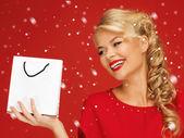 购物袋红色连衣裙的可爱女人 — 图库照片