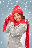 帽子、マフラー、手袋で美しい女性 — ストック写真