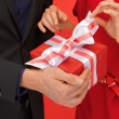 Man and woman's hands with gift box — Stockfoto