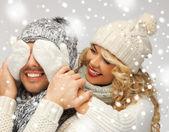 Rodinné dvojice v zimní oblečení — Stock fotografie