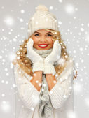 Beautiful woman in hat, muffler and mittens — Stock Photo