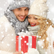 Romantic couple in a sweaters with gift box - Zdjęcie stockowe