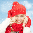 Beautiful woman in hat, muffler and mittens — Foto de Stock