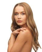 Beautiful woman with long hair — Stockfoto