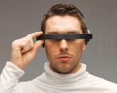 未来的な眼鏡の男 — ストック写真