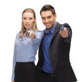Man en vrouw met zaklampen — Stockfoto