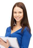 Mujer con bloc de notas — Foto de Stock