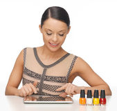 Woman with with tablet pc — Stock Photo
