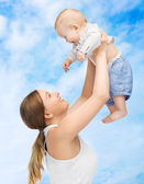 Happy mother with adorable baby — Stockfoto