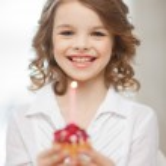 Girl with cupcake — Stock Photo