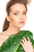 Woman with green leaf — Stockfoto