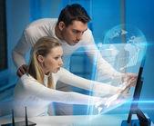 Man och kvinna i laboratorium — Stockfoto
