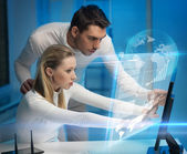 Man and woman in laboratory — Stock Photo
