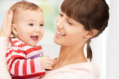 Mãe feliz com o adorável bebê — Foto Stock