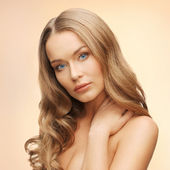 Beautiful woman with long hair — Stockfoto