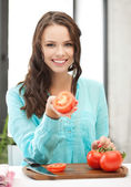 Woman in the kitchen cutting vegetables — Stock Photo