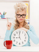 Businesswoman with clock and finger up — Stock Photo