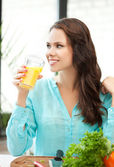 Young woman holding glass of orange juice — Stock Photo