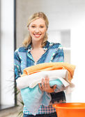 Lovely housewife with towels — Stockfoto