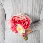 Man hiding bouquet of flowers — Stock Photo