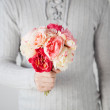 Man holding bouquet of flowers — Stock Photo