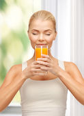 Young woman drinking orange juice — Foto de Stock
