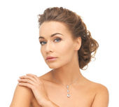 Woman wearing shiny diamond necklace — Stock Photo