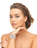 Woman with pearl earrings and bracelet — Stock Photo