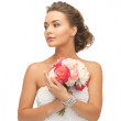 Woman with bouquet of flowers — Stock Photo #25107943