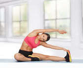 Sporty woman doing exercise on the floor — Stock Photo