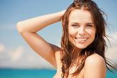 Donna in bikini sorridente — Foto Stock