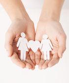 Dames handen met papier vrouwen — Stockfoto
