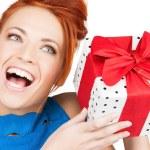 meisje met de doos van de gift — Stockfoto