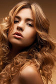 Woman with long curly hair — Stockfoto