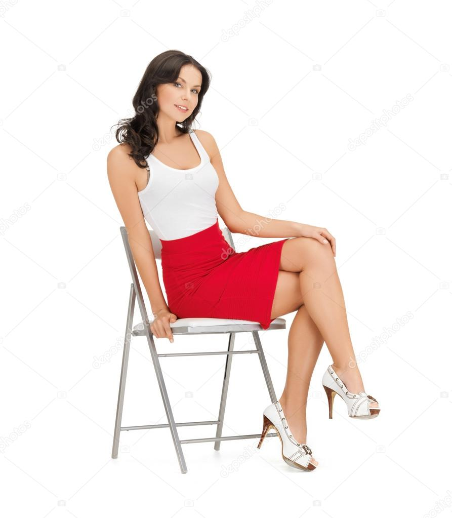 У сидящих девушек под юбкой 13 фотография