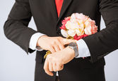 Man giving bouquet of flowers — Stock Photo