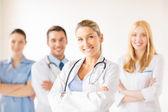 女医生在医疗集团 — 图库照片