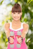 Istruttore di fitness con manubri — Foto Stock