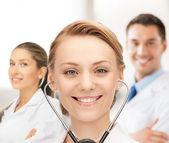 Atraktivní ženské doktor s stetoskop — Stock fotografie
