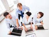 Groep van werken in callcenter — Stockfoto