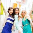 Girls with shopping bags in ctiy — ストック写真