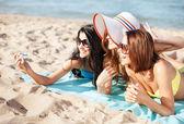 Girls making self portrait on the beach — Stock Photo