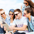 Group of teenagers looking at tablet pc — Stock Photo