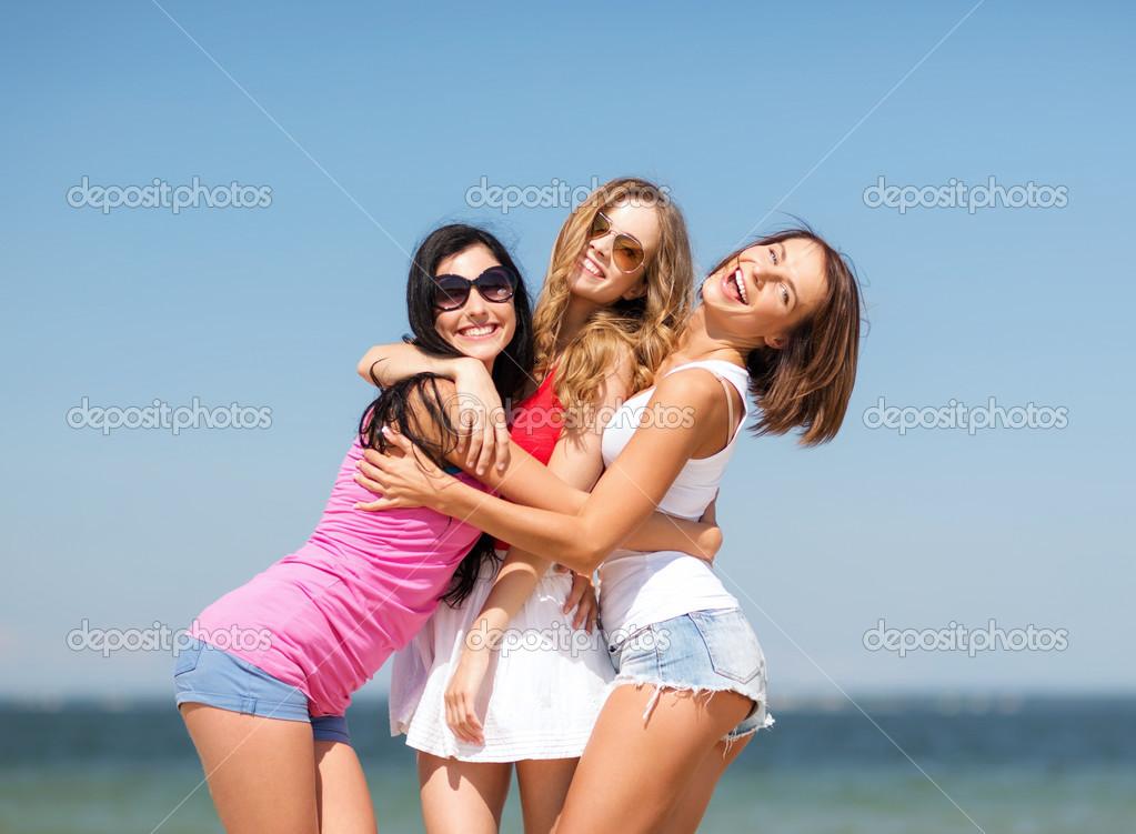 Фото веселые подружки 13 фотография