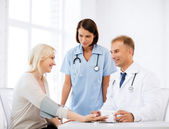 Doctor and patient in hospital — Stock Photo