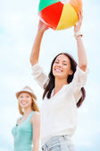 Girls playing ball on the beach — Stock Photo