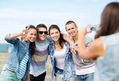 Teenagers taking photo outside — Stock Photo