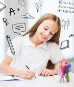 Little student girl drawing at school — Stockfoto