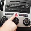 Man pressing car hazard warning button — Stockfoto